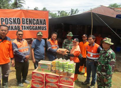 Aid for flood victims being provided by Kingsrose Mining and PT Natarang to the army for distribution to the people.